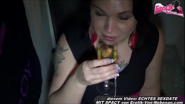 Deutsche Hausfrau trinkt Pisse und Fickt